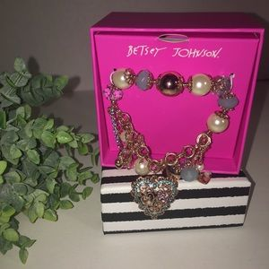 BETSEY JOHNSON Pearl & Lt. blue Boxed Bracelet